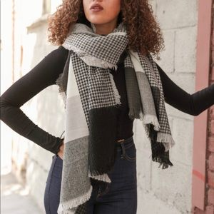 Accessories - Plaid waffle knit blanket scarf. Very cozy!♥️
